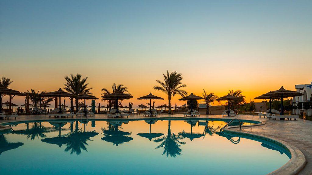 Sonnenuntergang am Pool, Coral Sun Beach